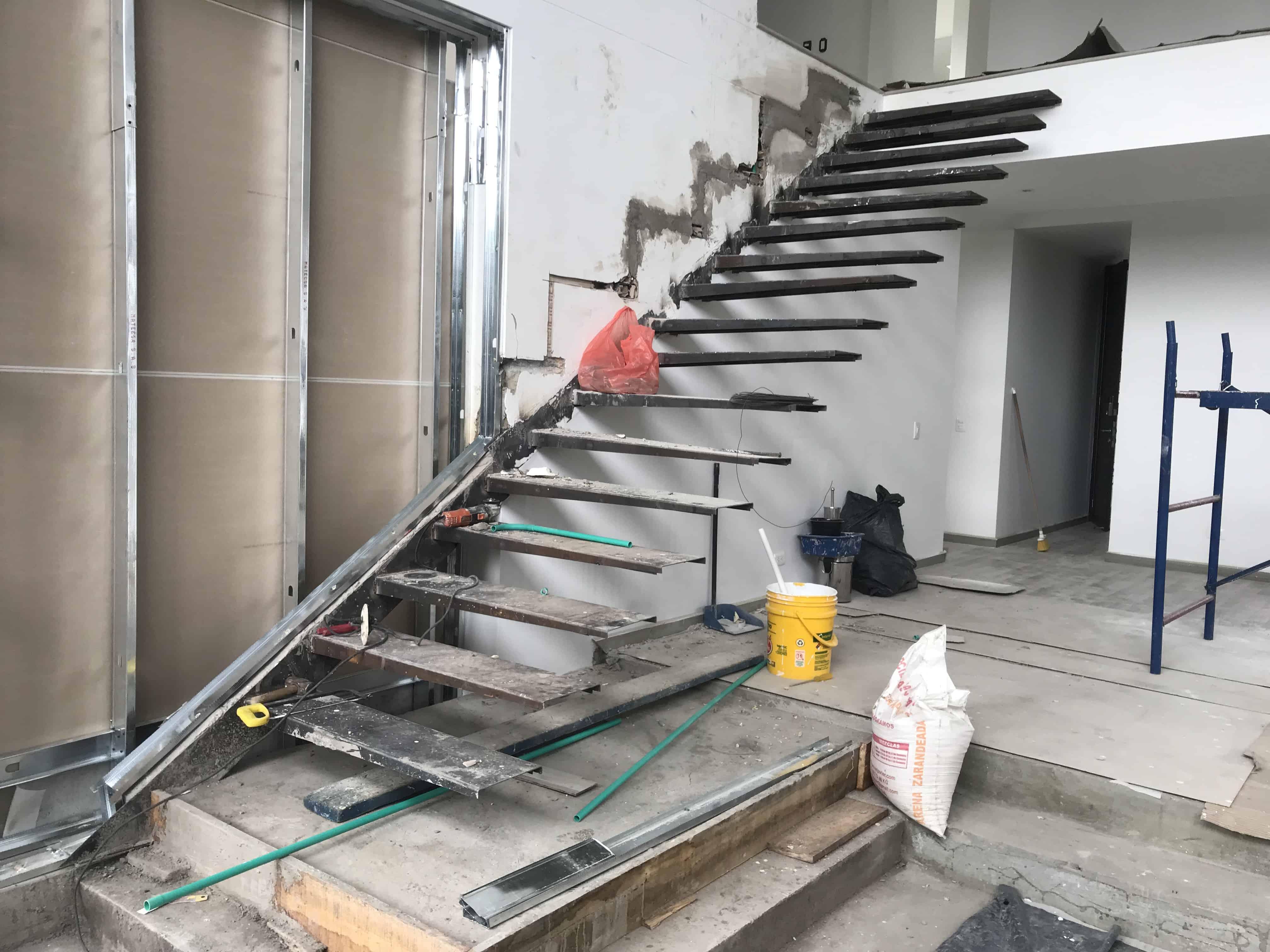 estructura escalera flotante